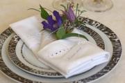 Украшение салфетки цветами 14