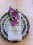 Украшение салфетки цветами 1