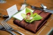 Украшение салфетки цветами 5